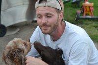 Mężczyzna z psami